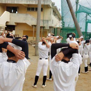 知念高校野球部にメディカルチェック&ストレッチ指導【ストレッチを練習後の習慣に】
